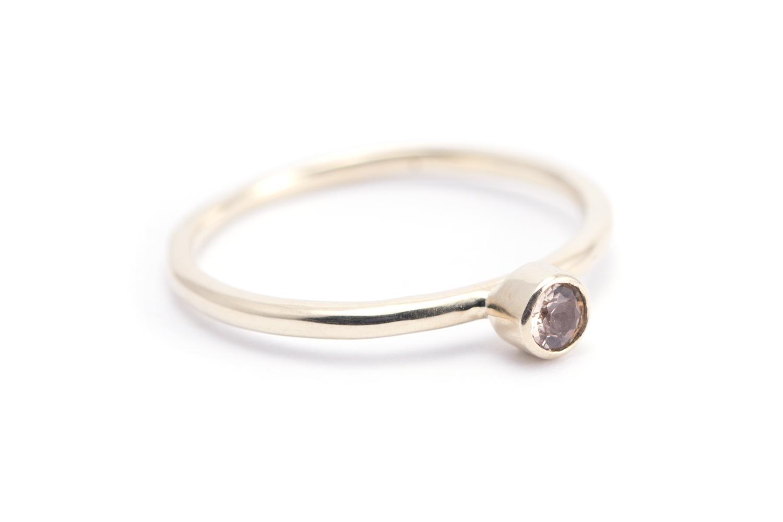 Gouden ring EDELTOPAAS